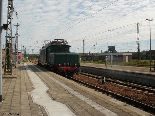 Der Sonderzug ist zugleich Abschiedsfahrt, da am 1. August 2010 die Frist von 254 052-4 ablaufen wird