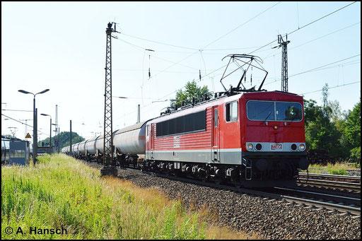 Die Mitteldeutsche Eisenbahn GmbH besitzt derzeit 11 Maschinen der BR 155. 155 196-9 (Lok 705 der MEG) durchfährt am 6. Juli 2015 mit ihrem Gaskesselwagenganzzug Leipzig-Thekla