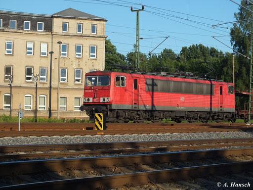 155 083-9 zieht am 21. Juni 2013 einen Autoleerzug am AW Chemnitz vorbei in Richtung Freiberg/Dresden