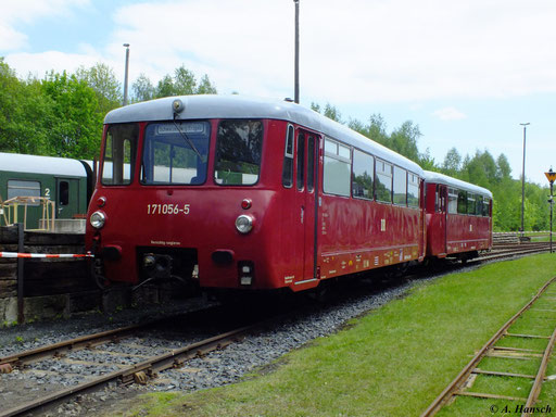Zum Eisenbahnfest am 19. Mai 2012 waren auch 171 056-5 und 972 771-0 im Bw Schwarzenberg anzutreffen
