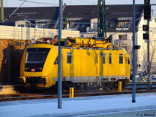 Instandhaltungsfahrzeug 711 117-2 verlässt am Morgen des 15. Januar 2013 Chemnitz Hbf.