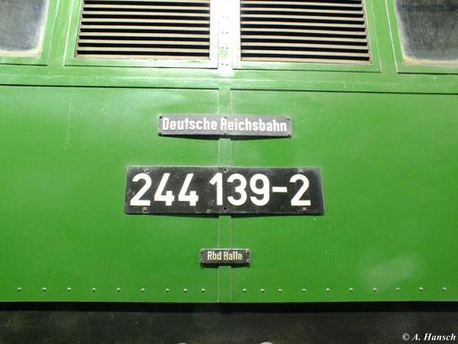 Die Lok ist als 244 139-2 nummeriert. Ab 1970 wurde das EDV-Nummernschema eingeführt, was die Umzeichnung aller Lokomotiven zur Folge hatte