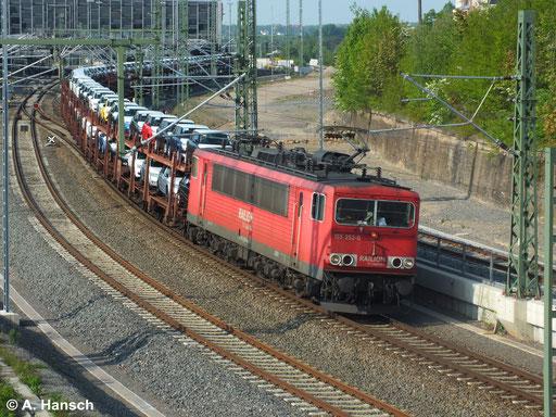 155 252-0 zieht am 29. April 2014 einen Autozug durch Chemnitz Hbf. Ziel ist das VW-Werk in Mosel bei Zwickau