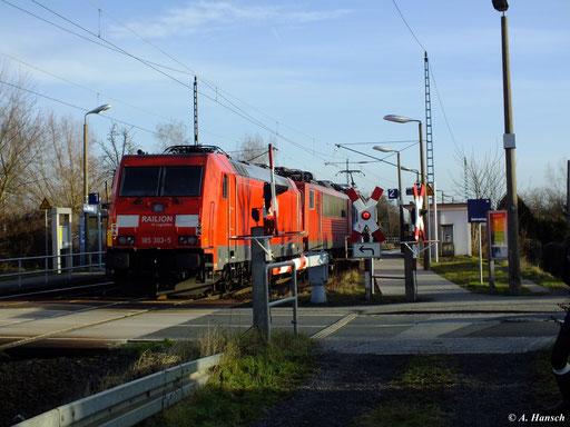 Am Schluss eines Lokzugs mit 372 014-1 und einer unbekannten BR 155 hing 185 303-5 (Dresden Stetzsch, 29. Dezember 2012)