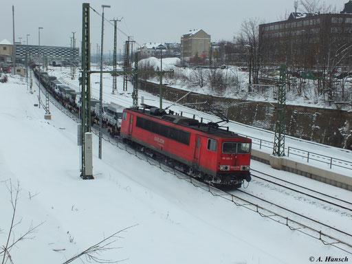 Mit einem gemischten Güterzug fuhr 155 028-4 am 22. Februar 2013 durch Chemnitz Hbf.