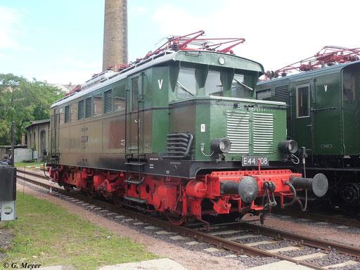 E44 108 am 14. Juli 2012 im DB Museum Bw Halle P