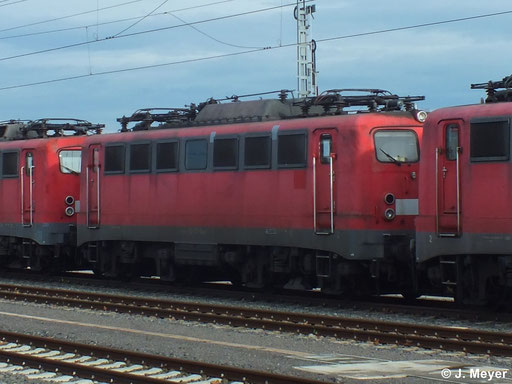 140 501-8 ist eine von drei Maschinen die am 9. Januar 2014 vom AW Chemnitz nach Nürnberg überführt wurden. Dort sollen sie Reaktiviert werden. Das Bild entstand in Chemnitz Hbf.