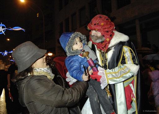Heraldo Real con los niños