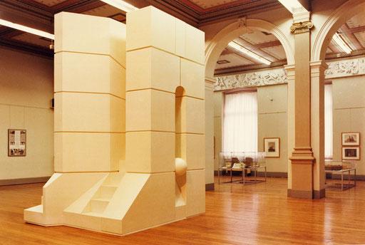 """Das """"Römische Tor"""" in der Ausstellung """"Via Italia I""""."""