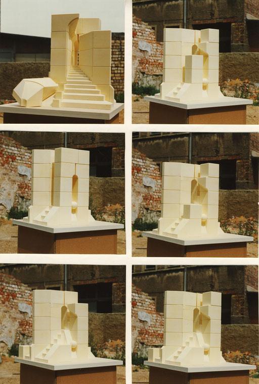Demontagephasen des Modells - genutzt bei der Performance von Irina Pauls (Ausstattung von Bernd Sikora)Sikora.