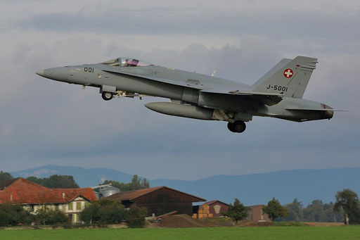"Swiss Air Force - F-18 ""Hornet"" J-5001 ""Take off"" Airbase Payerne"