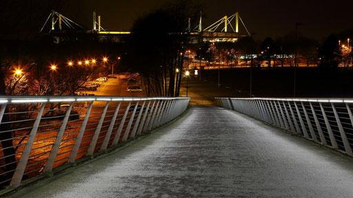 """Die Brücke zum """"Fussbaltempel"""""""