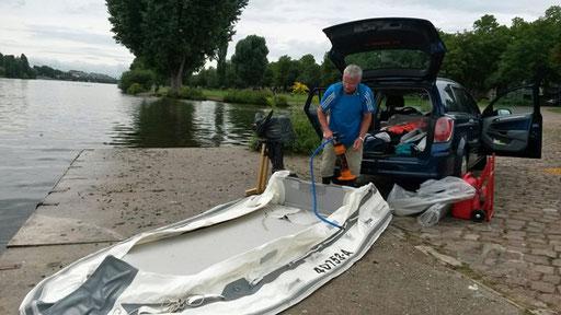 Boot wird aufgepumpt