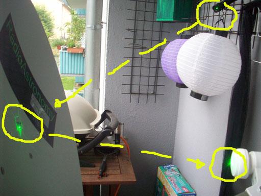Ermittlung des Brennpuktes. Mittelpunkt und Brennpunkt für die Ausrichtung der Sonne mit Nachführung bestimmen. Die Reflektion vom Laser ist auf dem kleinen Spiegel und LNC zu erkennen. GRÜNER PUNKT der TV-Schüssel mit Laser.