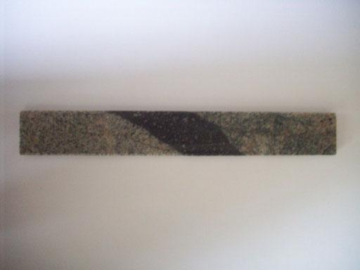 Meteoriten - Impakt > Der schwarze Streifen ist geschmolzenes Gestein durch den Einschlag