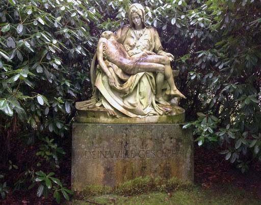 Grabmal Familie Simms. Kopie der Pietà von Michelangelo