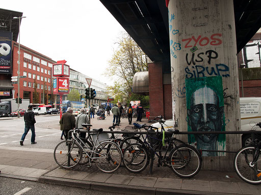 Hamburg - Stresemannstraße/Höhe S-Bahnhaltestelle Holstenstraße (ggü. Neue Flora)