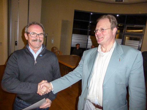 Ehrung des verdienten Mitgliedes Walter Hellen durch den wiedergewählten Vorsitzenden Dr. Clemens Hackenberg