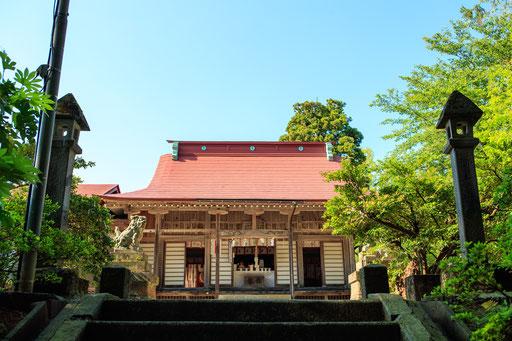 春日神社(建て替えられ、新しくなっています)