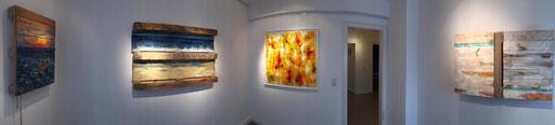 Vier der fünf von mir ausgestellten Exponate in einem Galerieraum der tOG ((C) tOG)