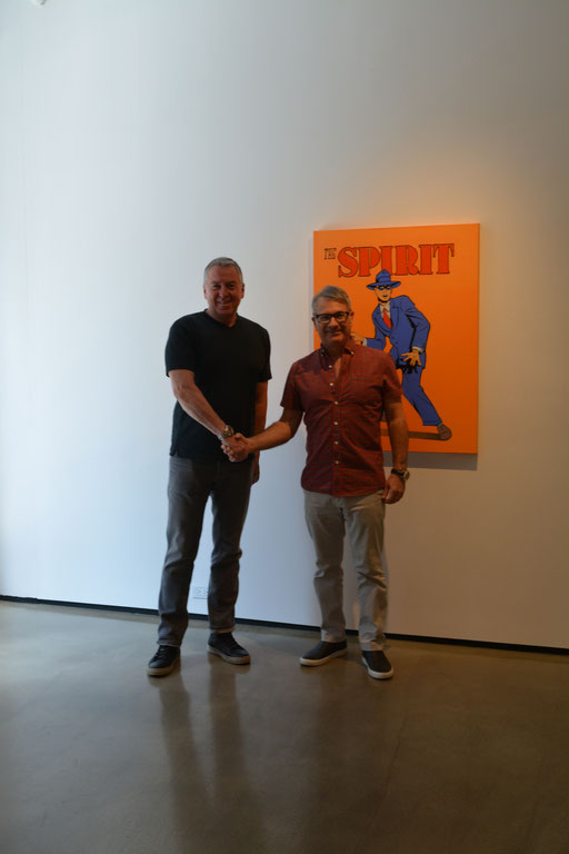 """Bernarducci Gallery, Chelsea New York.  Im Bild rechts; Frank Bernarducci. Im Hintergrund: """"The Spirit"""". von Mel Ramos."""