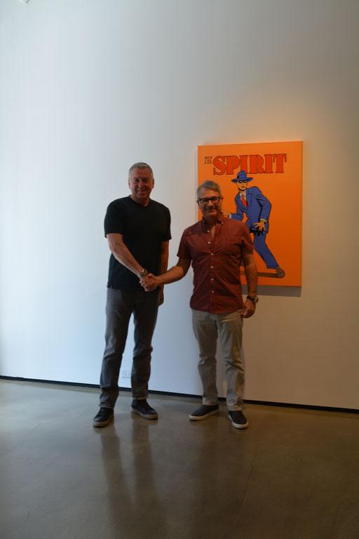 """Im Bild rechts; Galerist Frank Bernarducci. Im Hintergrund: """"The Spirit"""". von Mel Ramos."""
