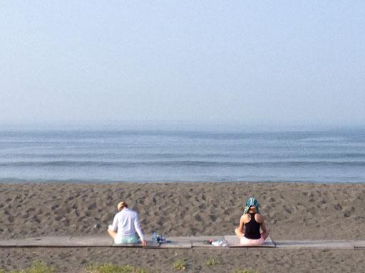 早朝の辻堂海岸