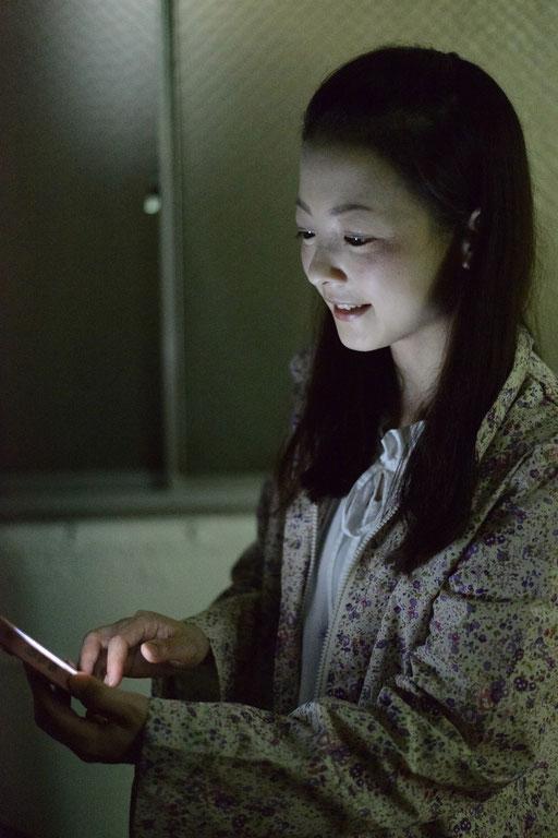 ISO12800 iphone の光のみで撮影 メイン光源として