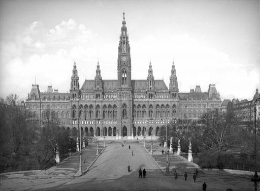 Frontalansicht aus dem Burgtheater. Foto 1927: P. Ledermann, ©: ÖNB Bildarchiv und Grafiksammlung