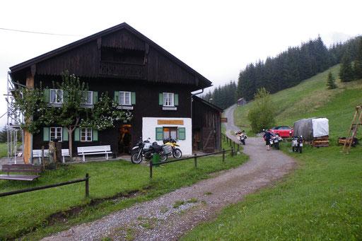 Unser erster Mopedtreffpunkt im Frühjahr - die Hütte in Rinnen / Tirol