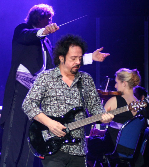 STEVE LUKATHER, hier mir Orchesterbegleitung, in Bochum dann in kleiner Besetzung