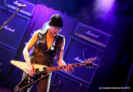 Gitarrenvirtuose Michael Schenker und seine All-Star Truppe sind einer der Top-Acts beim Rock Hard Festival. Foto: Niels Holger Schmidt