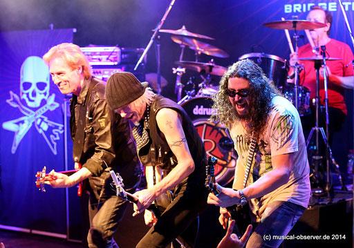 Wiedervereint: Die Ex-Skorpione Francis Buchholz (Bass), Michael Schenker (Gitarre) und Herman Rarebell (Schlagzeug). Fotos: Niels Holger Schmidt