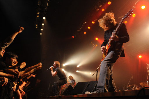 Pic by http://www.diamond-head.net/DHpresspack.htm