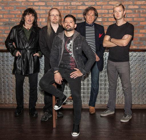 Runderneuert: Ritchie Blackmore (l.) verzichtet bei seiner RAINBOW-Wiederbelebung komplett auf altes Personal.