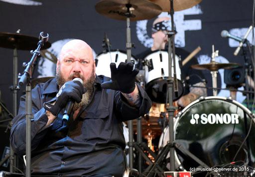 Ex-IRON MAIDEN-Fronter Paul Di'Anno überzeugte musikalisch beim Rock Hard Festival. Fotos: Niels Holger Schmidt