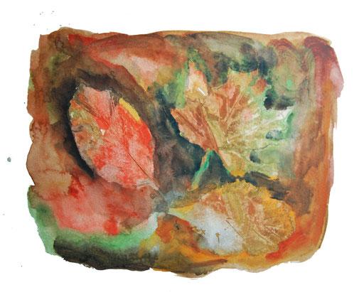 Herbstblattdruck in feuchten Deckfarbenuntergrund, Verstärkung des Umrisses mit dunklen Herbsttönen