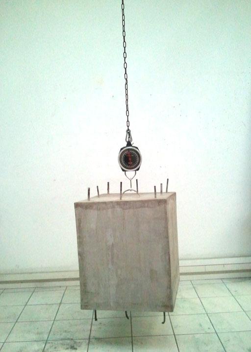 """Installation """" Béton armée """", 60x50x50, Volume suspendu à un peson,  2013, Ouissem Moalla."""