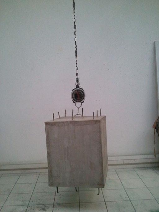 """Installation """" Béton armée """", 60x50x50, Volume suspendu à un peson,  2013, On SAATCHI."""
