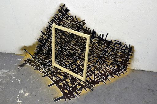 Space Gold Latin installation , 130x130x130, encre,aérosol & châssis art