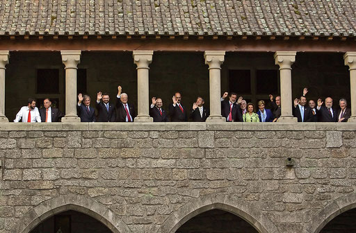 Ibero-American Foreign Affairs Ministers pose for a photo at Guimaraes castle on May 2005