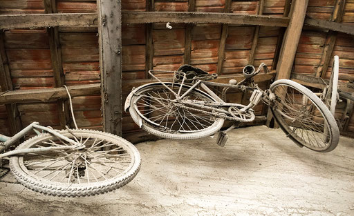 Old bicycles during confinement against kovid