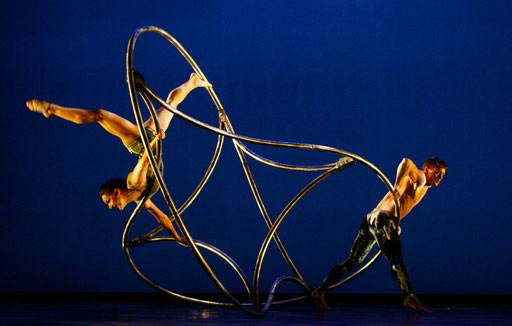 "Dancers from U.S. Momix company perform ""Opus Cactus"" during a rehearsal for the press in Lisbon February 26, 2008."