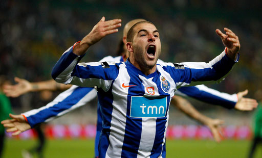 Porto's Lisandro Lopez celebrates victory over Sporting after their Portuguese Cup soccer match at Alvalade stadium in Lisbon November 9, 2008.