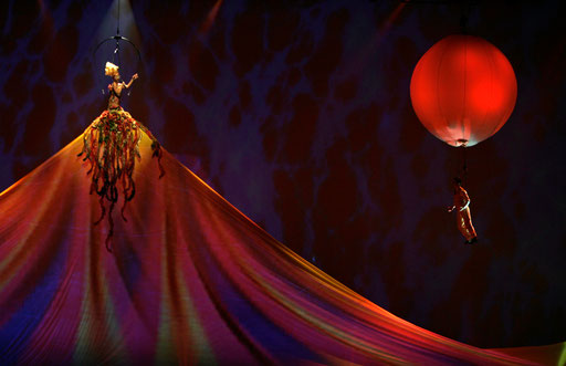 "Cirque du Soleil artists perform during the ""Delirium"" show presentation in Lisbon's Atlantic pavillion November 28, 2007."