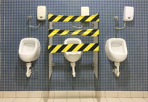 Men bathroom during confinement against kovid