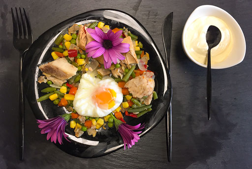 Fish salad with daisies
