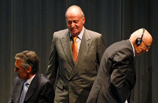 Presidents of Portugal and Italy and King of Spain take their seats on the COTEC meeting on October 2010