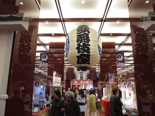 新歌舞伎座の地下階には。お土産・売店があります。