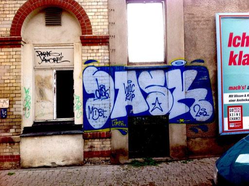 Halle, D
